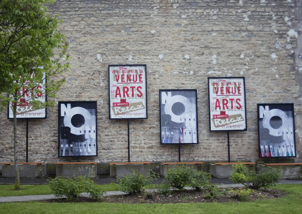 Affiche Non-Sens. La valeur de l'image, 2013, Festival international de l'affiche et du graphisme, Chaumont. ©Horstaxe. Vis-à-vis : Le Relax, Vincent Perrottet (il était présent lors de la première édition de Super Image avec Formes Vives et Super Terrain en 2015).